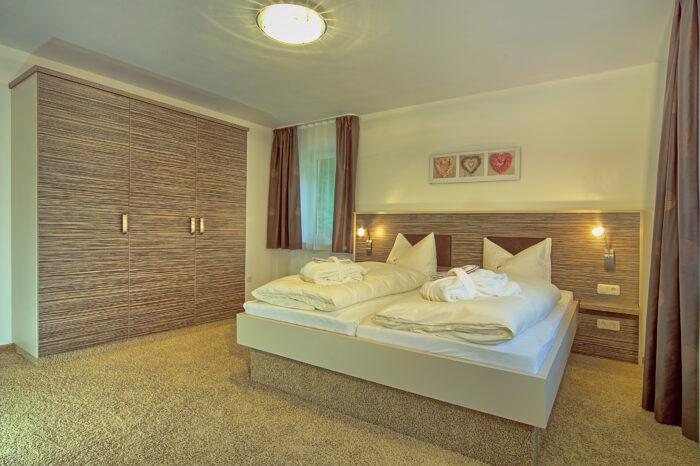 Alpenhotel Fischer, Ferienwohnung Watzmannblick, Schlafzimmer